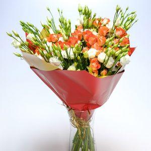 Smulkiažiedžių rožių puokštė